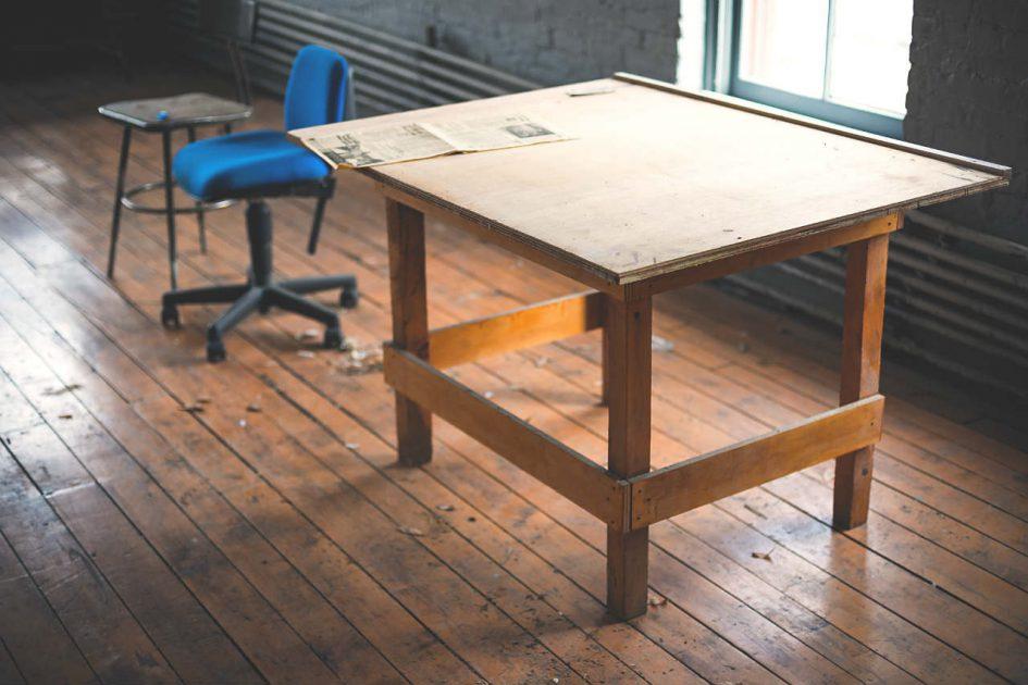 versleten stoel bureau